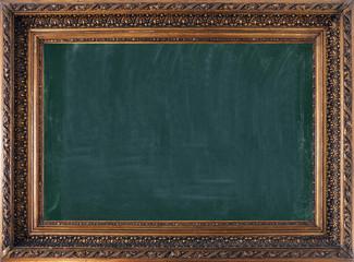 Alter antiker Bilderrahmen mit dunkelgrüner Kreidetafel
