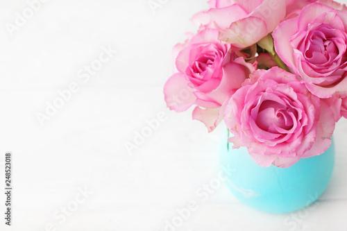 Pink Rose Flowers In A Vase Stockfotos Und Lizenzfreie Bilder Auf