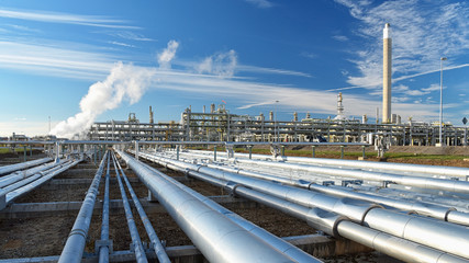 Pipelines for petroleum in a refinery for the industrial production of fuel // Erdölraffinerie