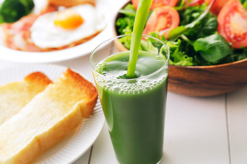 青汁 朝食イメージ Green juice and breakfast image