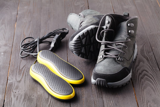 Electric ultraviolet shoe dryer and winter shoes