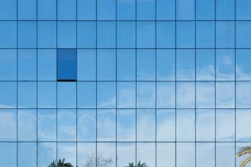 Himmelspiegelung in Fensterfassade