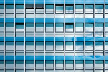 Fensterfassade blau-türkis