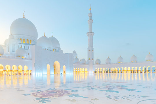 Bright view of Sheikh Zayed Grand Mosque during sunset