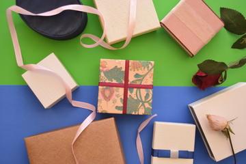 regali per innanorati scatole di souvenir per festività eventi su sfondo colorato
