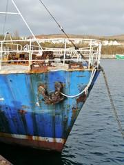 Verrostetes Boot auf dem Wasser
