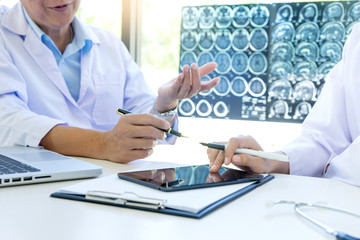 doctor talk to the patient brain clinic
