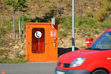 Notrufstation mit Haltebucht  und Hydrant am Tunnelende