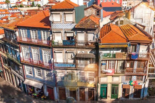 Häuserensemble in der Altstadt Ribeira von Porto