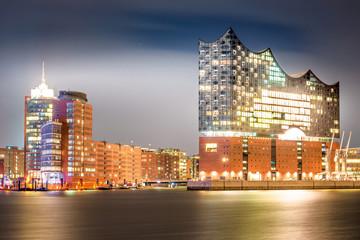 Keuken foto achterwand Theater The famous Elbphilharmonie and Hamburg harbor at night