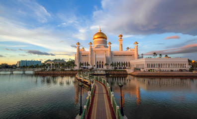 Beautiful Sultan Omar Ali Saifuddien Mosque Bandar Seri Begawan Brunei Iconic Mosque Fotomurales