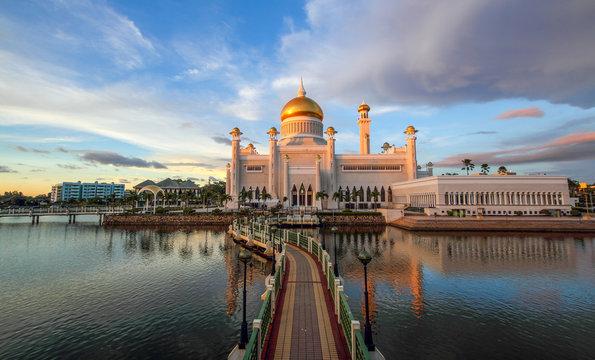 Beautiful Sultan Omar Ali Saifuddien Mosque Bandar Seri Begawan Brunei Iconic Mosque