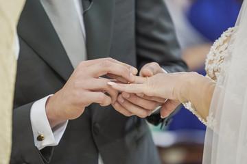 Scambio delle fedi - Matrimonio - Mani