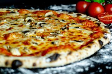 Pizza Funghi mit Pilze, Pizzeria Restaurant