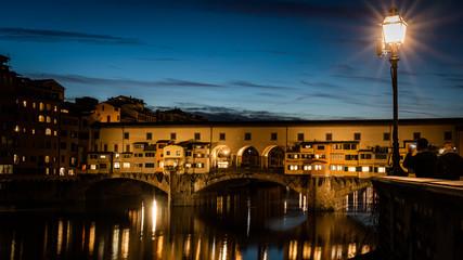 Florencja nocą- most złotników- krajobraz włoskiego miasta