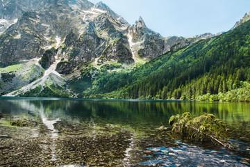 piękny górski krajobraz, staw