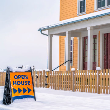 Open House sign pointing to home for sale in Utah