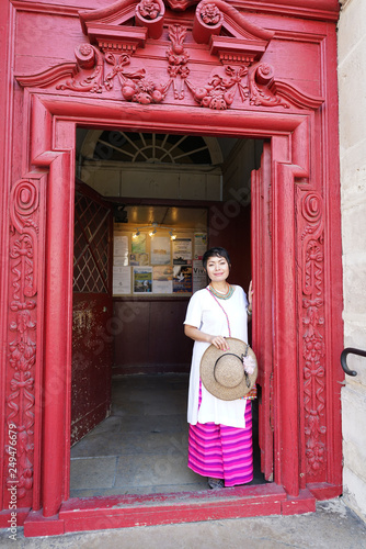 Femme Et Porte Rouge Paris Stock Photo And Royalty Free Images On