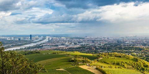 Spoed Fotobehang Wenen View of Vienna from Kahlenberg hill, Austria