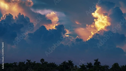 Fotobehang Epic storm tropical clouds over palm trees silhouettes landscape at sunset. 4K UHD Timelapse.