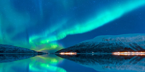 Photo sur Aluminium Aurore polaire Northern lights in the sky over Tromso, Norway