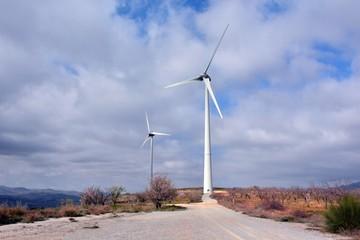 aerogenerador generando energia limpia