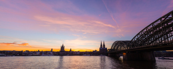 Fotomurales - Panoramic view of Cologne, Germany with Cologne Cathedral, Hohenzollern Bridge and Old Town