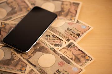 スマートフォンとお金のイメージ