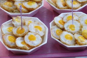 Grilled eggs is delicious in street food