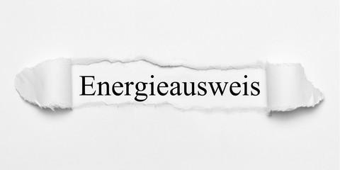 Energieausweis auf weißen gerissenen Papier