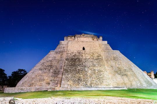 Piramide del Adivino - Uxmal Yucatan