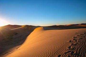モロッコ・サハラ砂漠の日の出