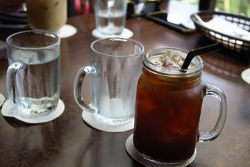 Café glacé dans une chope