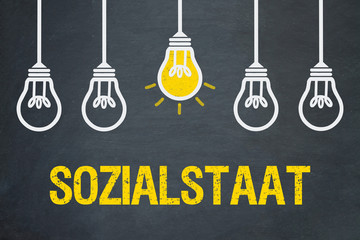 Sozialstaat / Tafel mit Glühbirnen