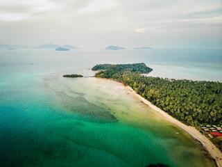Prise de vue aérienne Plage paradisiaque Palmiers Ko Mak Thaïlande