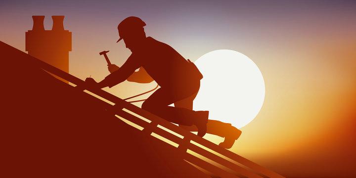 Métier du bâtiment avec un couvreur sur le toit d'une maison qui pose des tuiles. Accroupi sur une charpente, il travail sous une chaleur accablante.