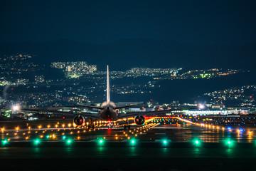 Jet plane taking off scene in the night (夜のジェット旅客機機離陸シーン)