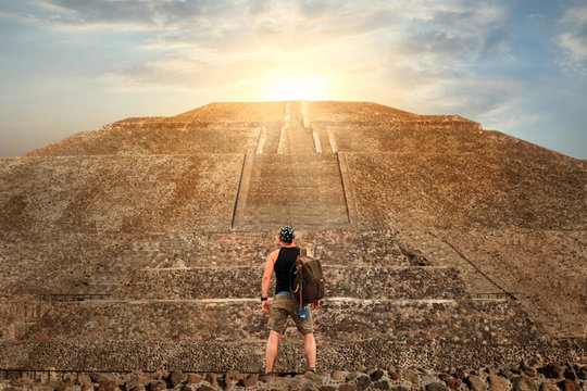 Sporty young tourist on the background of a Teotihuacan sunset. Pyramid of the Sun. Travel and freedom concept.