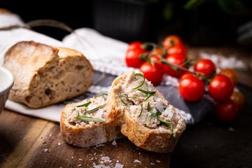 Fototapeta Domowa kanapka z pasztetem. obraz