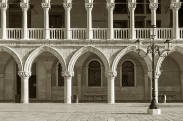Fototapete - Architectural detail - Doge's palace in St Mark's Square in Venice (Palazzo Ducale)