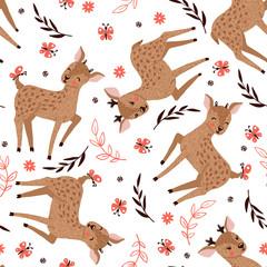 Modèle sans couture avec des cerfs mignons sur blanc.