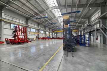 Large, spacious and light assembly shop.