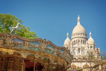 Wall Mural - Vintage carousel and the Basilica of the Sacred Heart in Montmartre, Paris France
