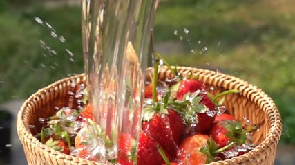 Fototapete - Wash strawberries in bamboo basket with fresh water in Slow Motion