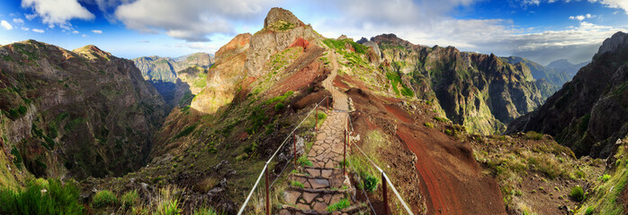 Beautiful 180 degree panoramic landscape panorama of the hiking path in the mountains of Madeira at Pico do Areeiro (Arieiro) while hiking to Pico Ruivo on a cloudy summer day Fototapete