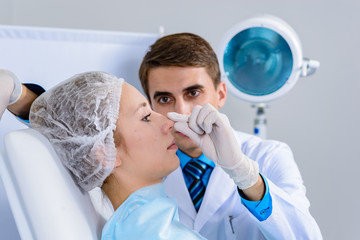 Plastic surgery doctor, patient inspection and consultation
