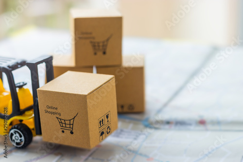 Mini forklift truck load cardboard box with text online