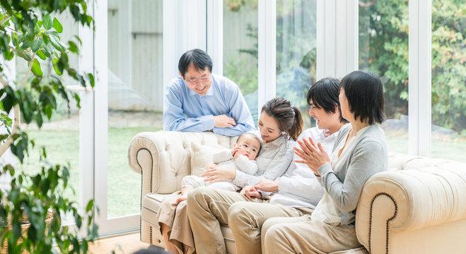 3世代家族 家族団らん