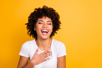 Close up photo pretty amazing she her dark skin lady yelling screaming shouting laughing joke humor comic story open mouth wearing casual white t-shirt isolated yellow bright vivid background