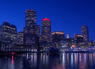 Fotobehang - View of the night glowing in the lights of Boston. USA. Massachusetts.
